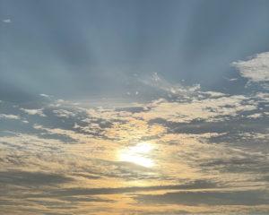 夕焼け前の空